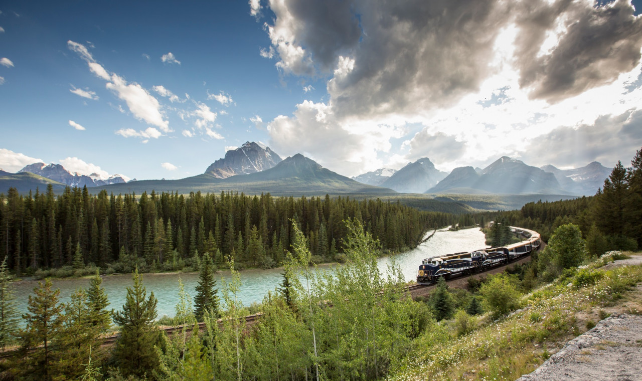Rocky Mountaineer, First Passage to the West GOLDLEAF July, 2022